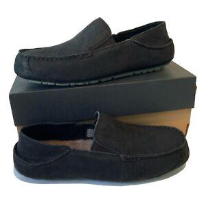 Men-039-S-UGG-mocassino-pantofole-taglia-UK-8-Neri-in-Pelle-Scamosciata-Nuovo-in-Scatola
