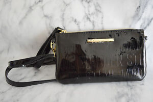 Steve-Madden-Womens-Crossbody-Wristlet-Purse-Clutch-Bag-Black-Logo-Phone-Charger