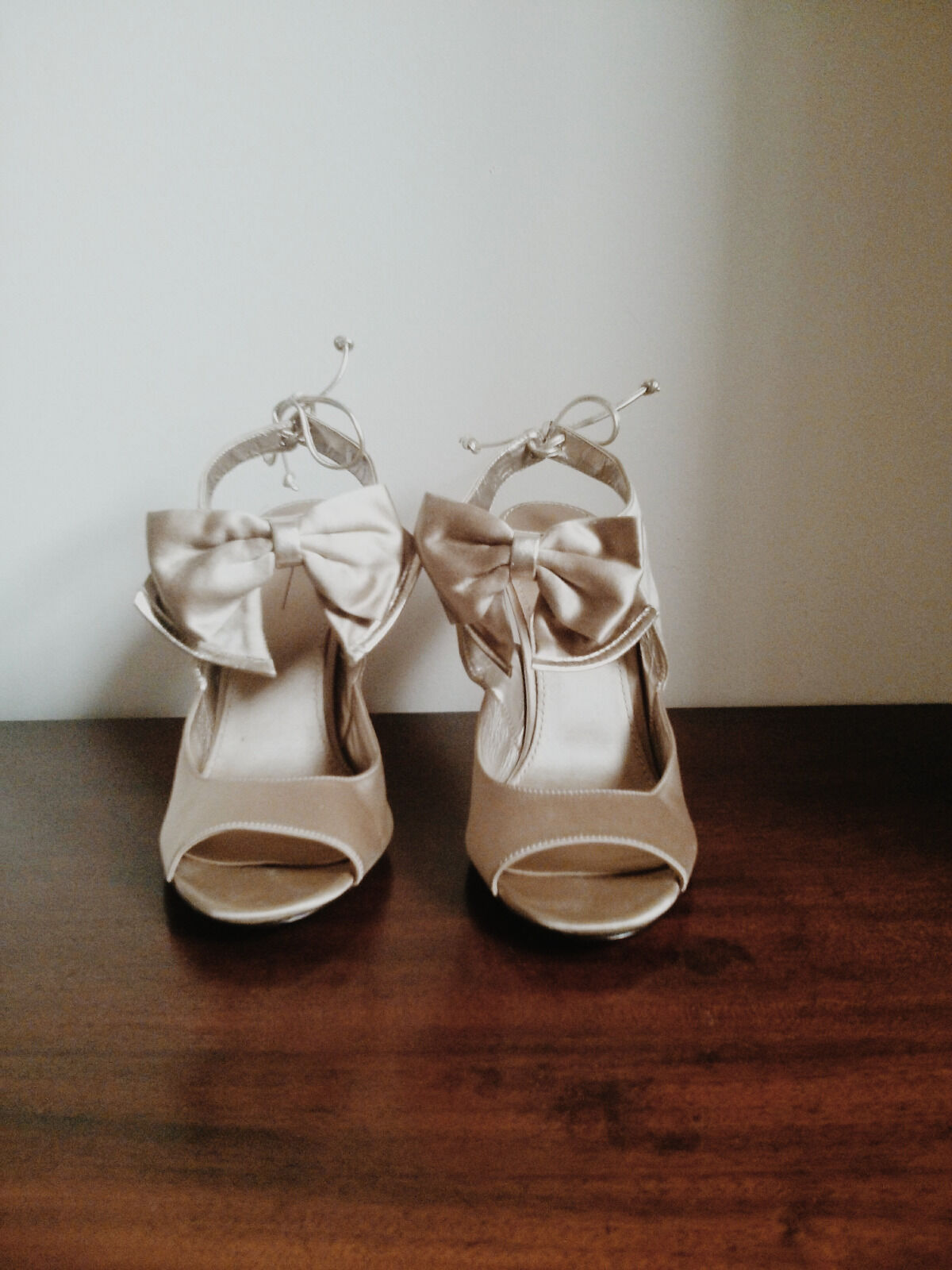 Paolo champagne front bow heels Größe 9.5