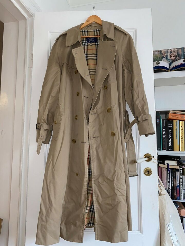 Trenchcoat, str. 54, Burberry