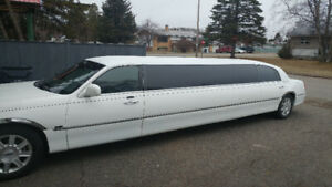 Beautiful 2007 lincoln limousine...Make $$$$$$ now