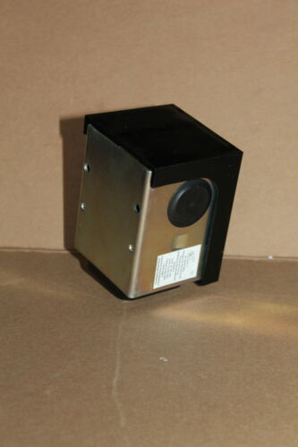 Robertshaw 2364-211 R471-1 4 to 20 psi Unused Pneumatic Electric Relay