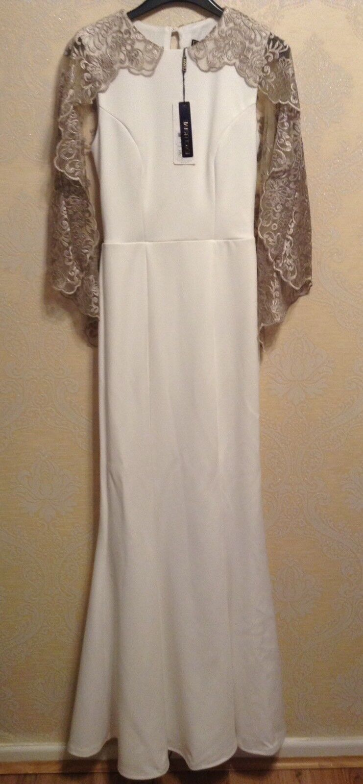 BNWT ️LIPSY ️ Size 8 WHITE AND FAWN GORGIE LACE CAPE SLEEVED MAXI DRESS GOWN NEW
