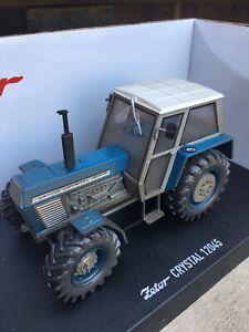 Dusty Weathered Universal Hobbies Bleu Zetor Crystal 12045 Tracteur 1:32 Traktor