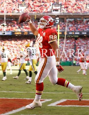 AN010 Tony Gonzalez Touchdown Catch KC Chiefs Football 8x10 11x14 12x18 Photo