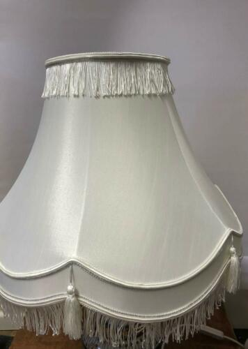 VICTORIAN TRADITIONAL FULLY LINED CREAM /& SILVER TABLE LAMP SHADE NEW