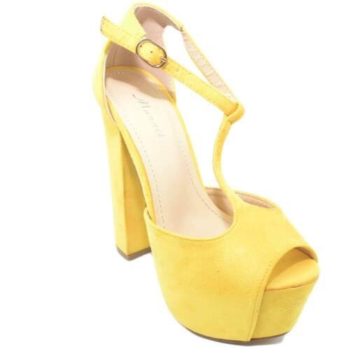 Sandalo donna giallo in camoscio cinturino alla caviglia spuntato con plateau e