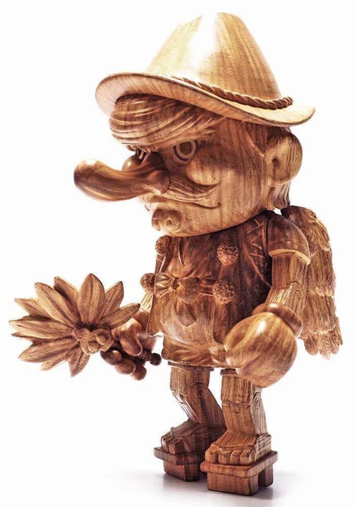 Usotengu Wooden Figure Keira on the Roof 6.5