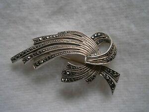 Alte-sehr-attraktive-Brosche-aus-835-Silber-mit-Markasiten-Art-Deco