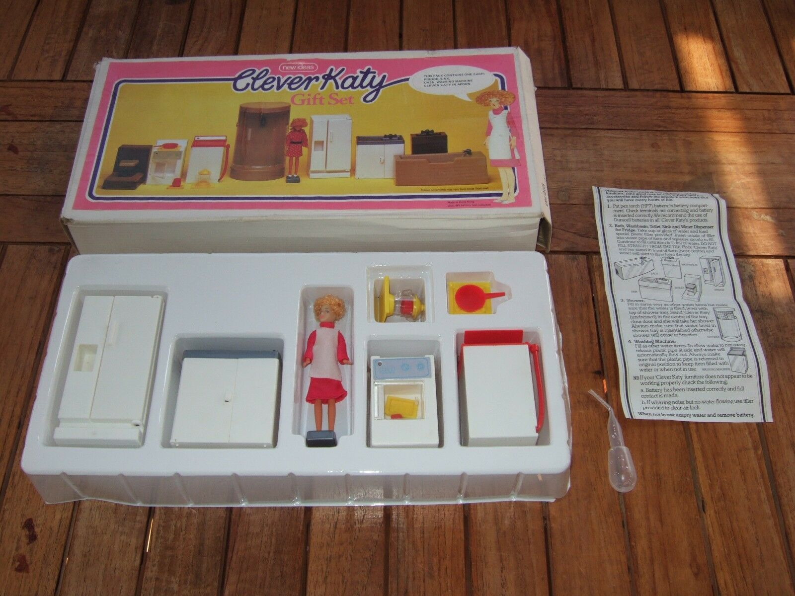 CLEVER KATY GIFT SET by NEW IDEAS. Rare Vintage Vintage Vintage Dolls Set. Kitchen. Unused Cond f9c08a