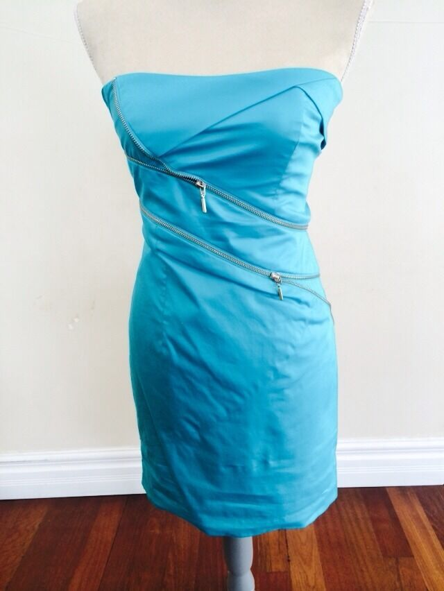 BEBE STRAPLESS DRESS TEAL SIZE 6 WITH ZIPPER ACCENTS.