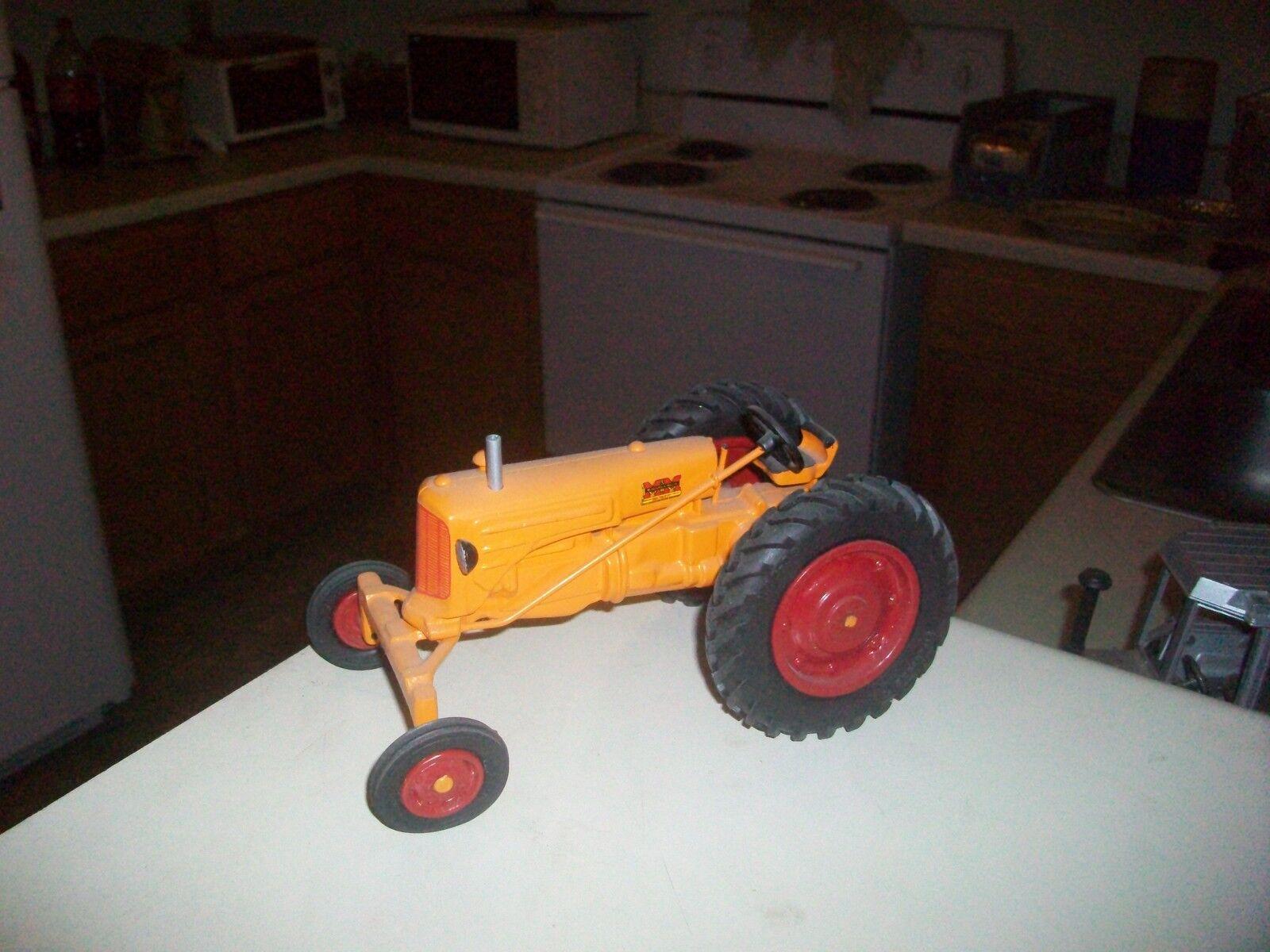 Minneapolis Moline RTE Tractor de Juguete (blanco, Oliver)  personalizado hecho