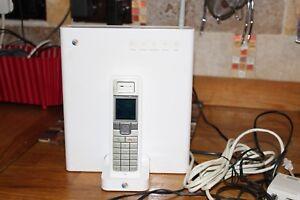 Actif Bt Home Hub, Blanc Avec Téléphone Et Câbles-afficher Le Titre D'origine