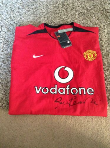 BNWT Manchester United Shirt SIGNED by SIR BOBBY CHARLTON NEW Man Utd