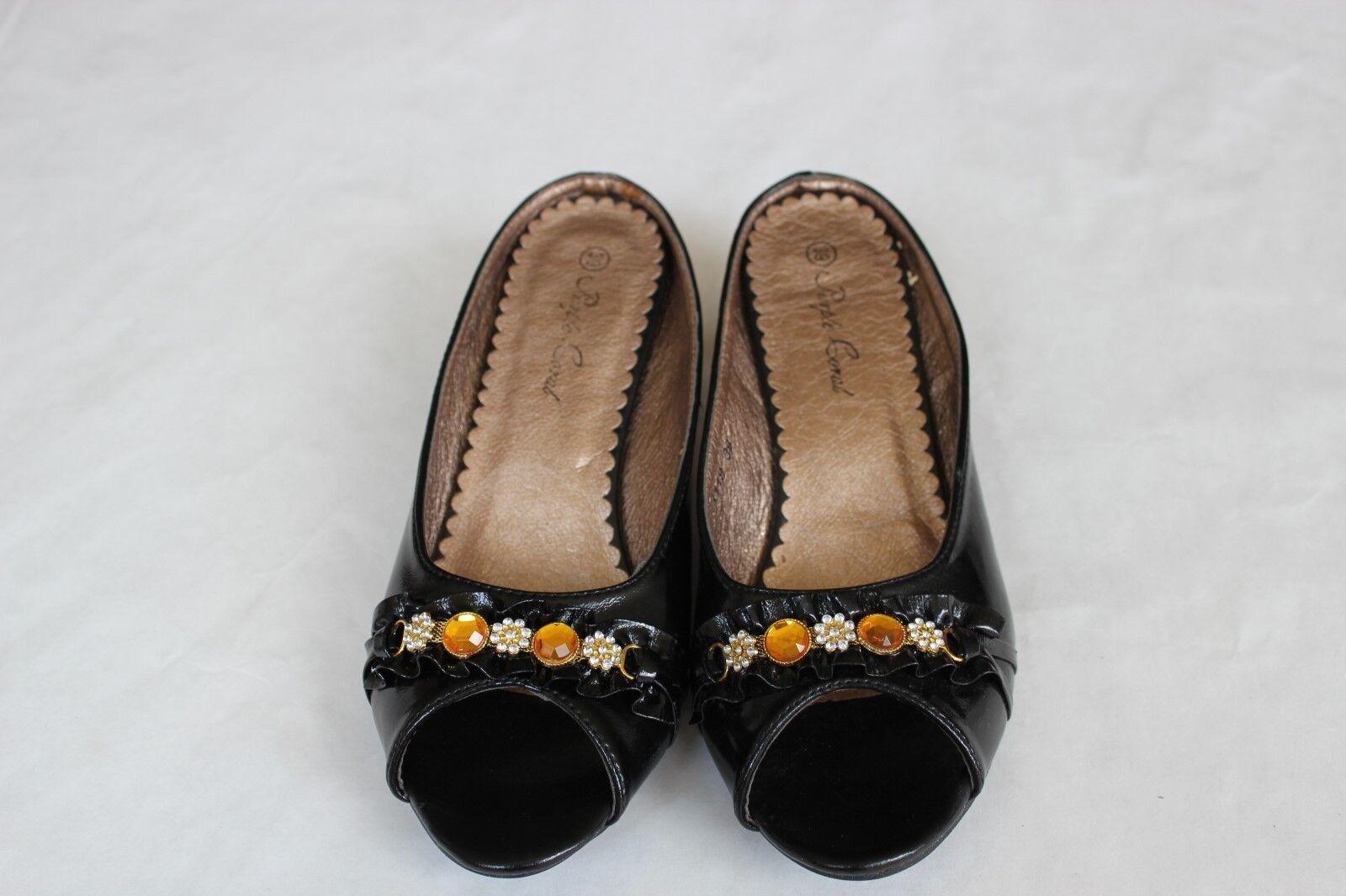 NIB Lady shoes Black Heels Color E23118  Low Heels Black with Buttons   Size 7 d6335e