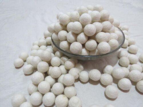 US32 X Lot Hand Craft 2 cm 20 mm POM POM Perle LAINE couleur blanche Nursery Feutre Balle