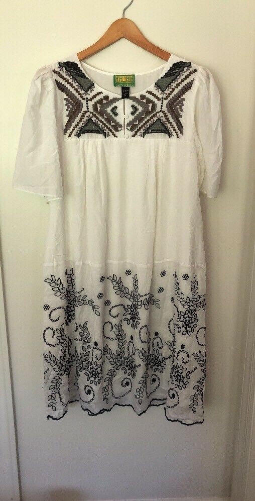 Tracy Porter White Floral Embroidered Shift lined slip Dress Womens  Size 6-8