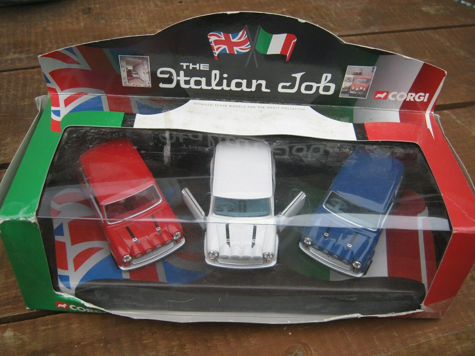 CORGI CC05506 THE ITALIAN JOB  1998 ALL ORIGINAL  AGE WORN ORIGINAL BOX AS SHOW