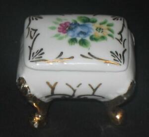 Vintage-Enesco-Porcelain-lidded-Box-Trinket-Ring-holder-Floral-w-Gold-Trim-bench