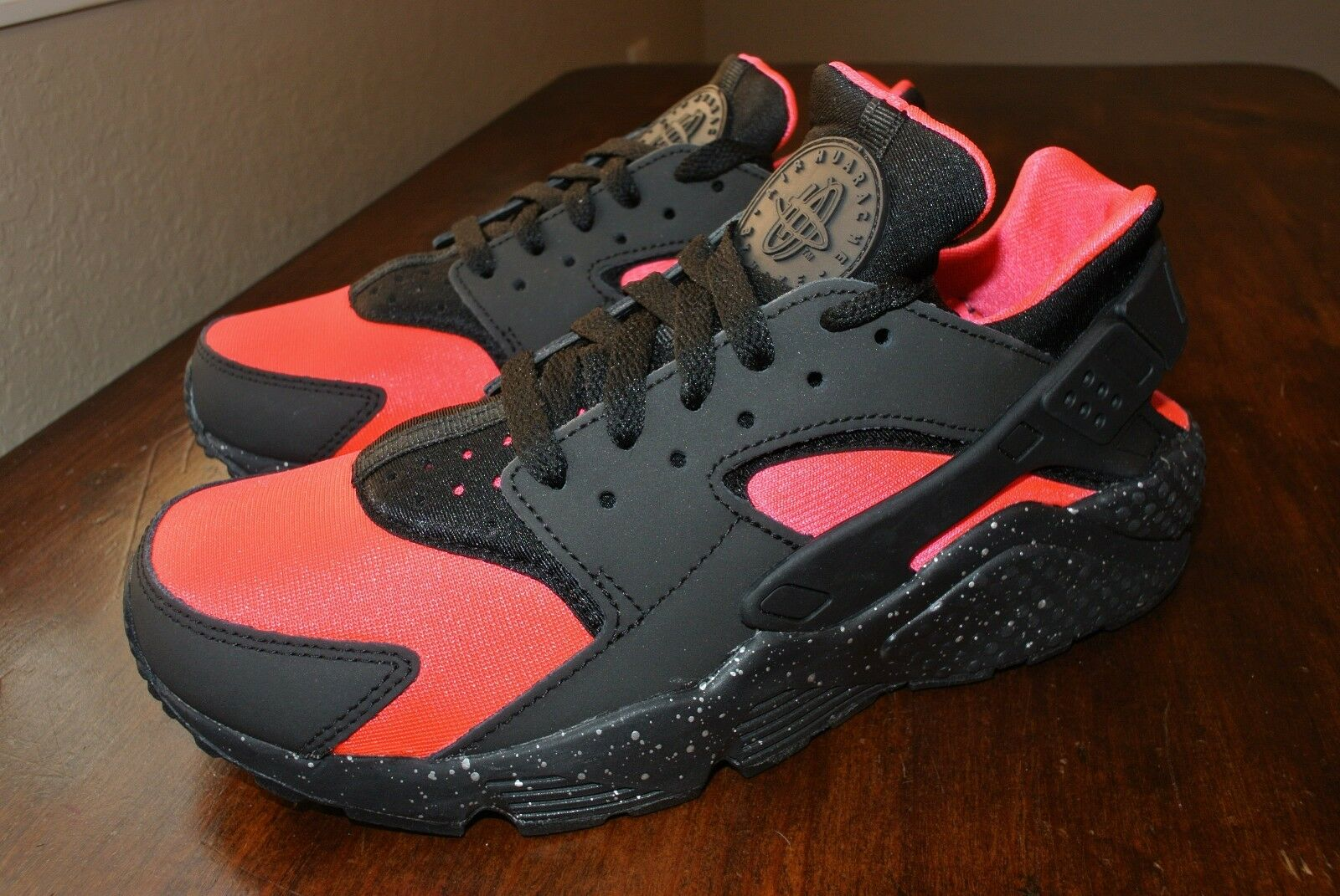 NIKE NikeiD AIR HUARACHE BLACK HYPER PINK 777330 972 US MENS SIZE 6 = 7.5 WMNS Comfortable and good-looking