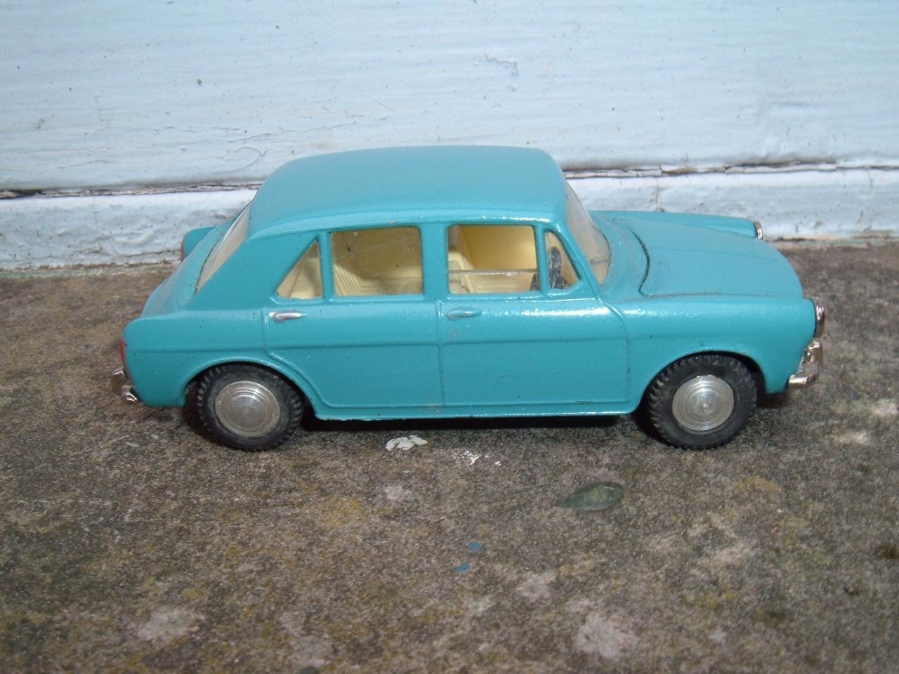 SPOT ON TRIANG MORRIS 1100 REPAINTED BONNET SEALED DOES NOT OPEN
