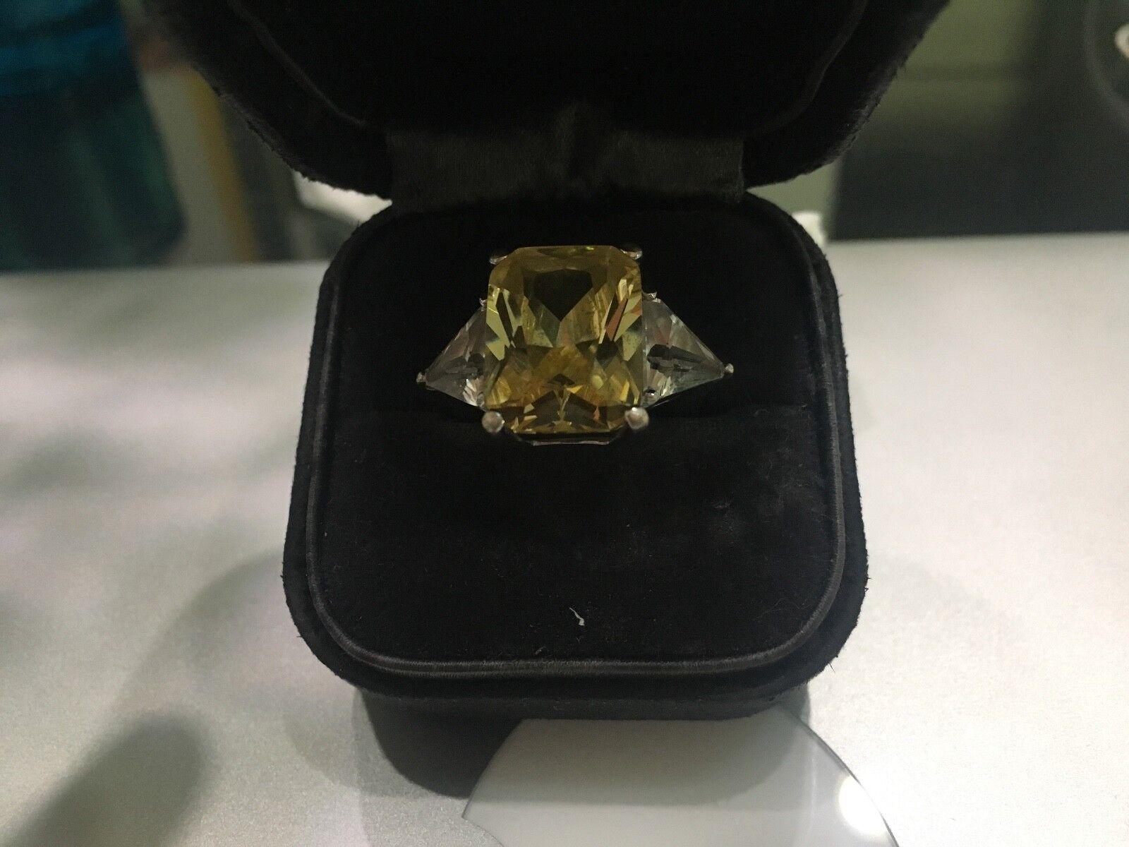 Stunning Größe 8 Ring featuring 6 ct.