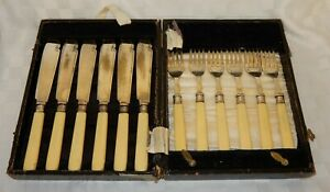 Vintage-c-1930-William-Yates-Sheffield-Silver-Collared-Fish-Knifes-amp-Forks
