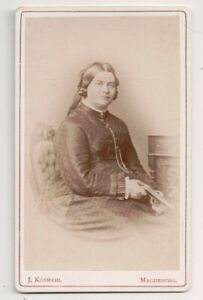 Vintage-CDV-Fraulein-Hildebrand-German-Lady-Braids-J-Kosmehl-Photo-Magdeburg