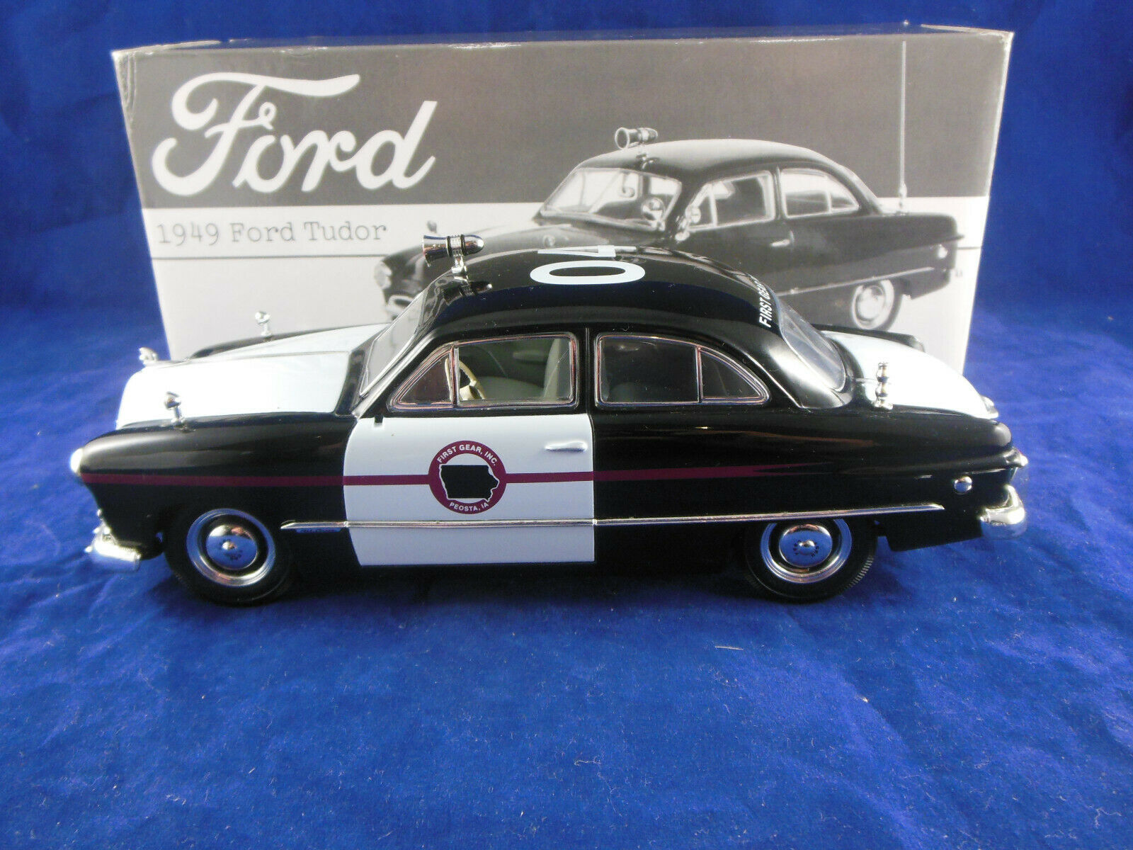 First Gear 19-0025 1949 Ford Tudor  First Gear Patrol  Car 1 25 scale