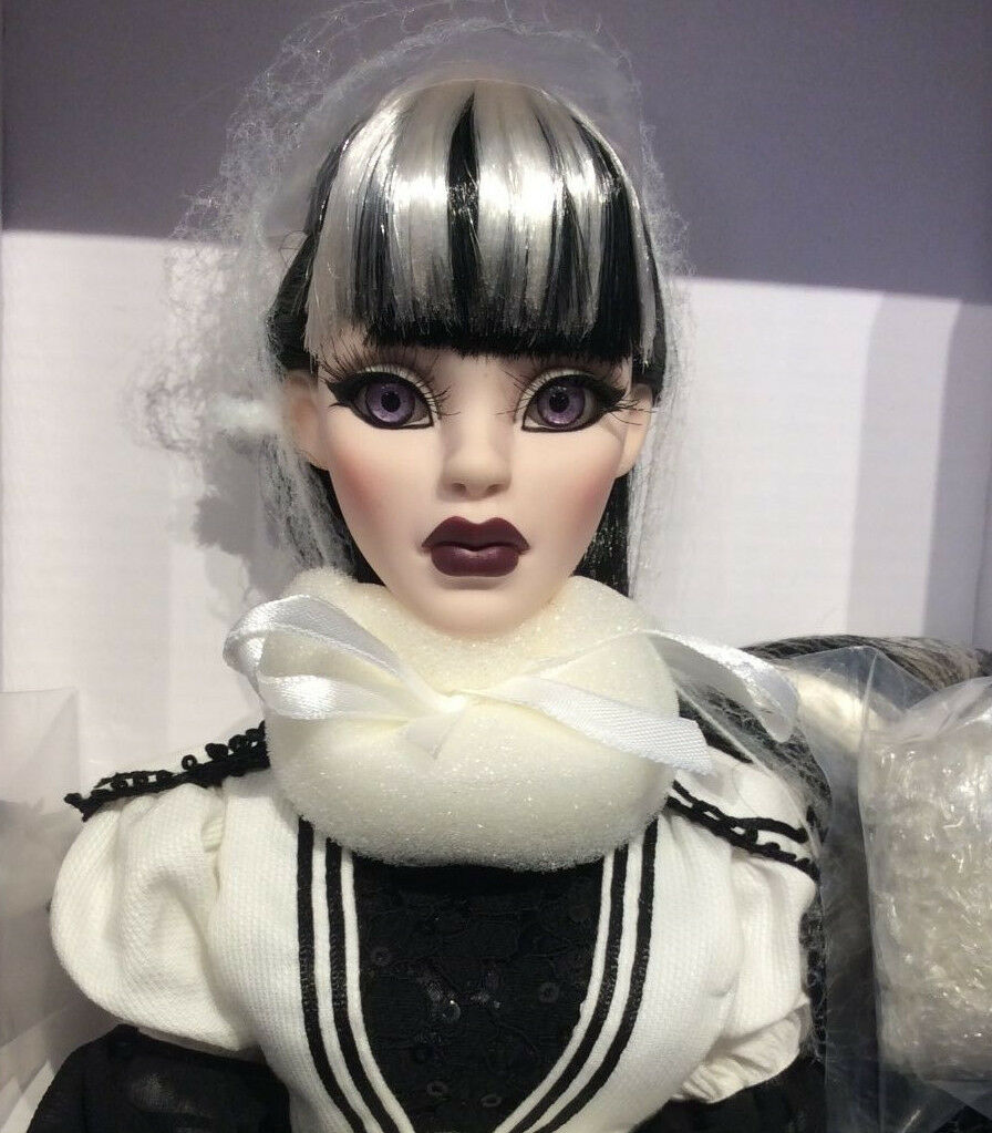 Gothic Glam Parnilla Ghastly doll NRFB Evangeline Ghastly LE 250 Tonner