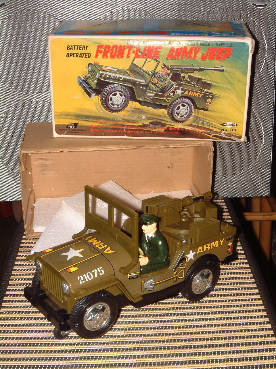 DAISHIN FRONT-LINE ARMY JEEP, BATTERY OPERATED 100% FULLY FUNCTIONAL W BOX