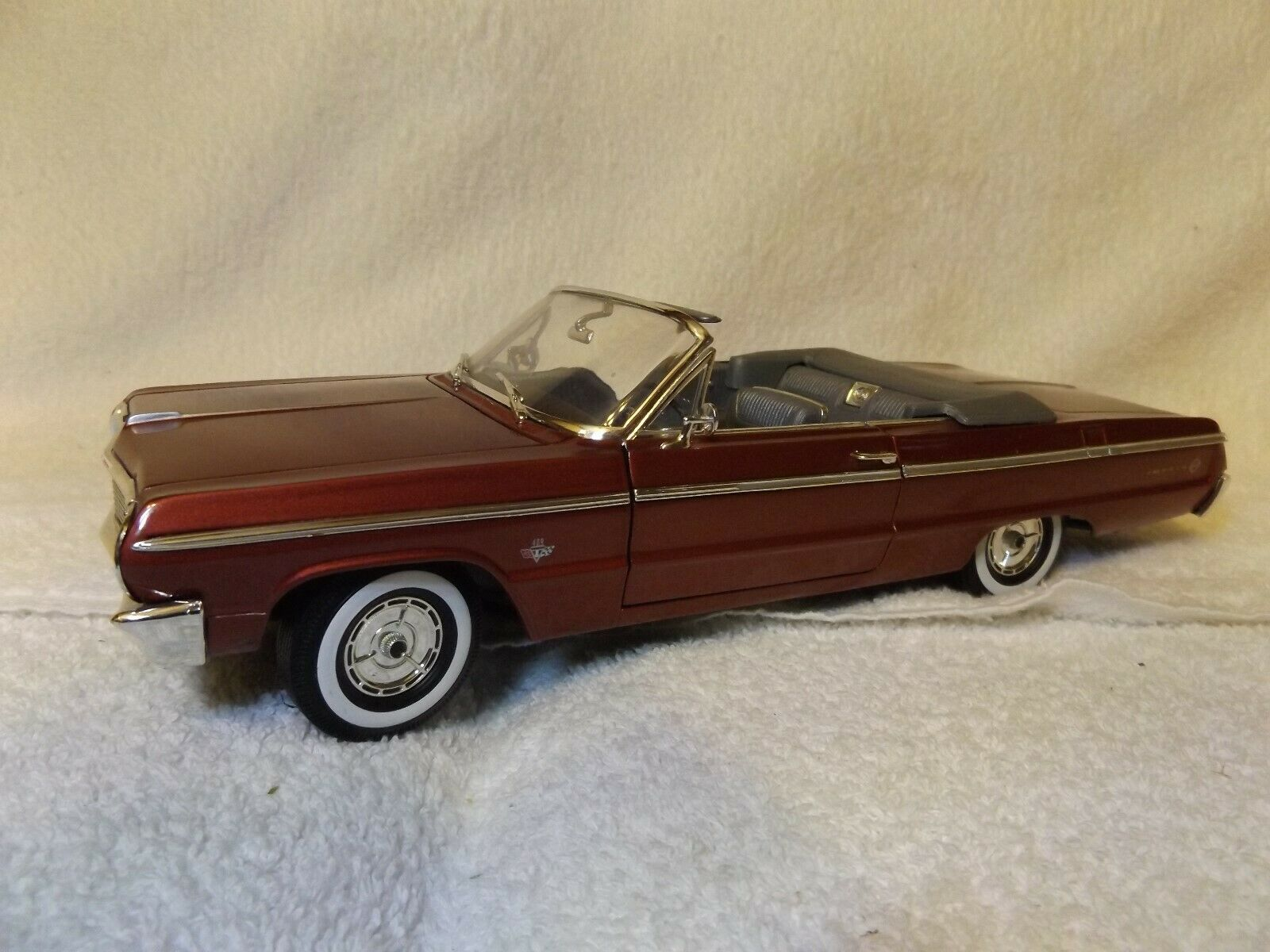 Vintage DIECAST--1964 Chevy Impala Ss CONV--1 18 SCALE--11 1 2 Long--by Ertl