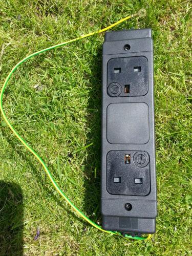 2 Module de puissance de bureau façon fusionné prise 2 Gang électrique 13 a 250V 50Hz 312-7237