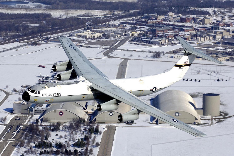C-141 STARLIFTER HAT LAPEL PIN UP US AIR FORCE VETERAN WING MAW TRANSPORT MAC 1