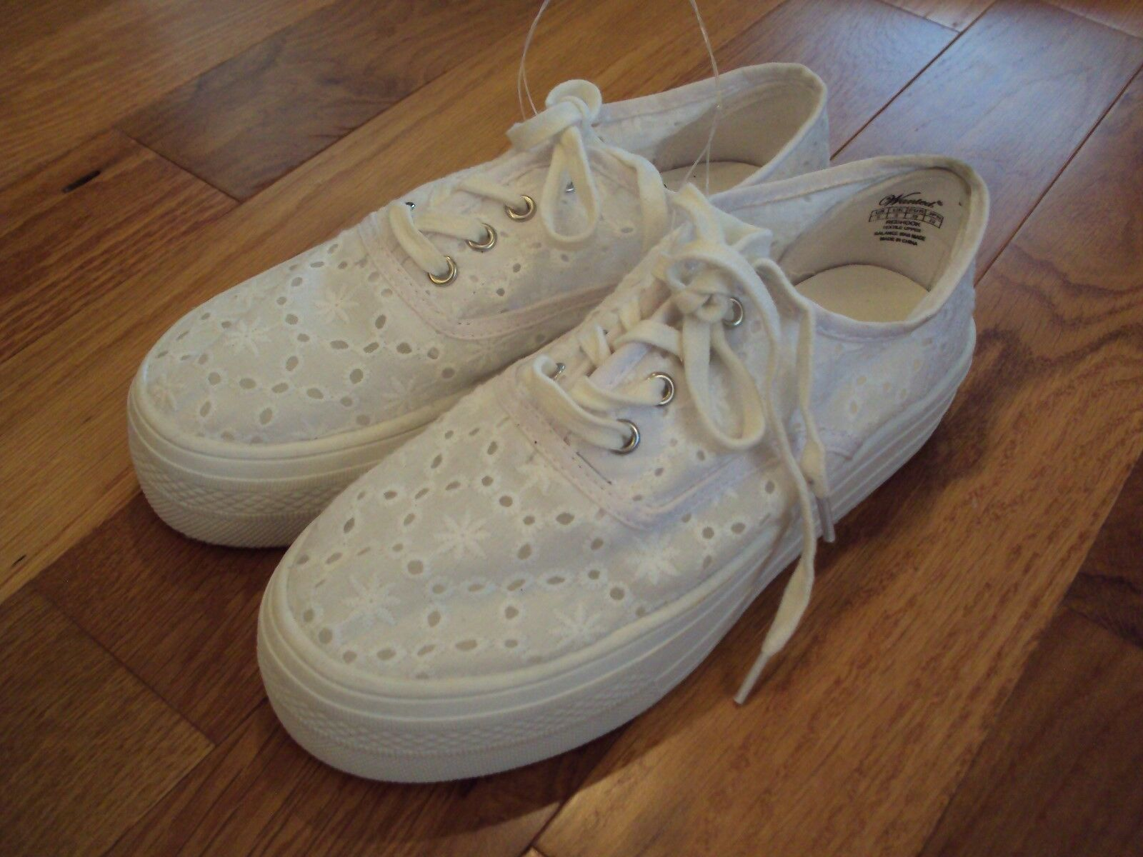 NEW Sneakers Wanted Redhook WHITE EYELET Sneakers NEW Shoes Womens size 10 d529be