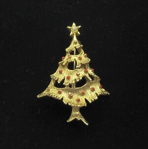 Vintage-Christmas-Tree-Brooch-Gold-Tone-Red-Enamel-Holiday-Pin-Signed-Gerrys