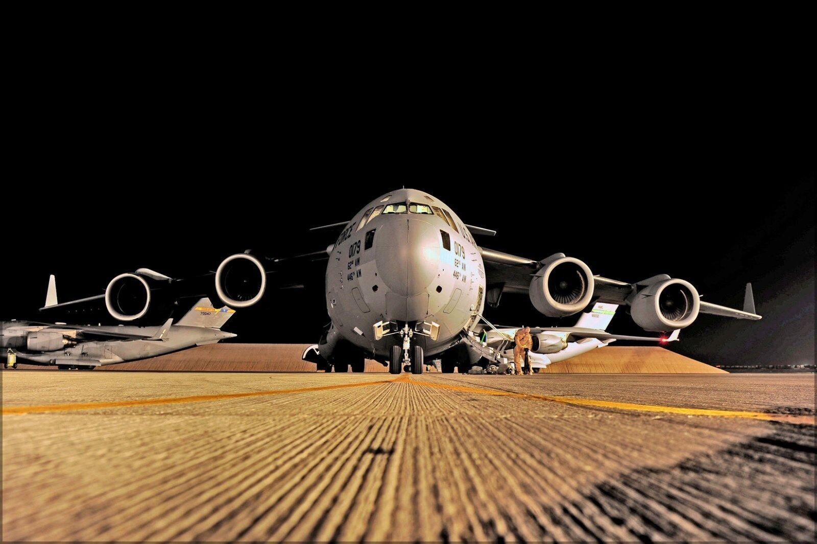 Plakat, Viele Größen; U.S.Air Force C-17 Globemaster III Flugzeug