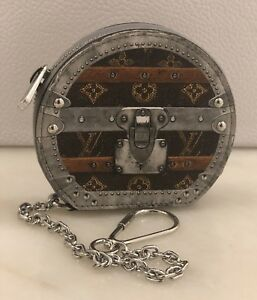 27d923342b0b Louis Vuitton NIB Time Trunk Micro Boite Chapeau Miniature Bag Charm ...