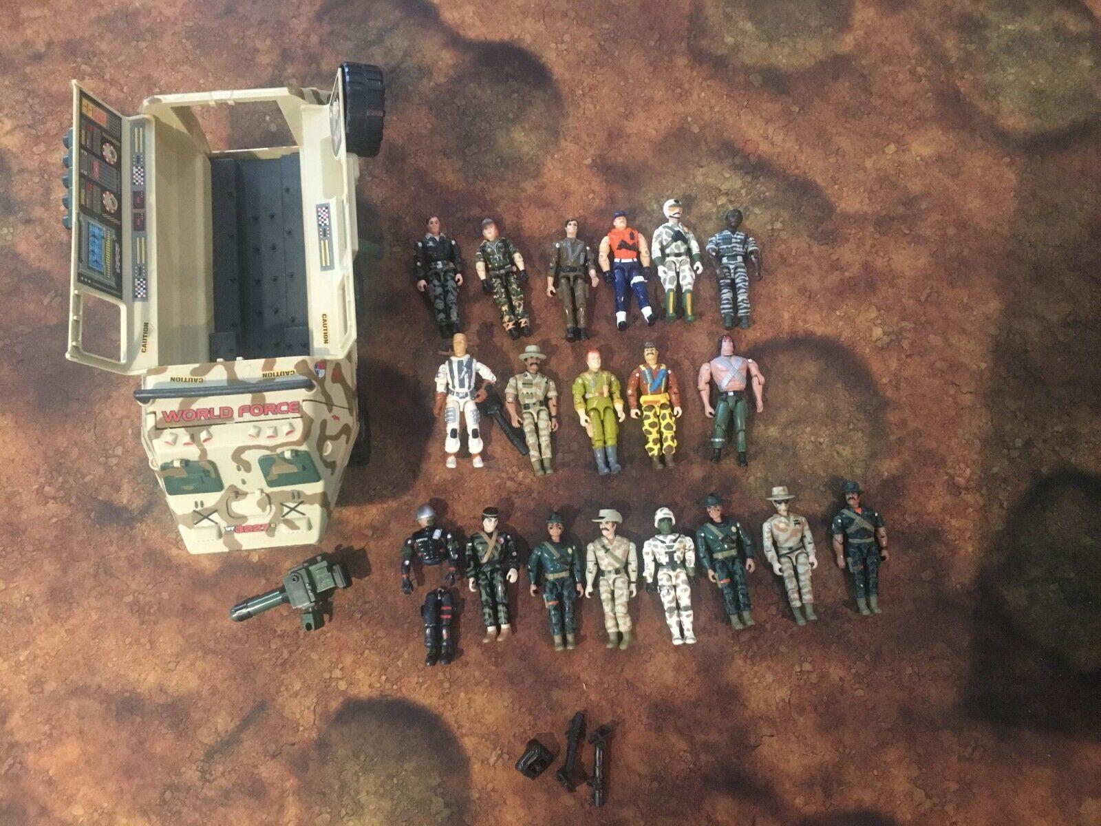Los juguetes de la Legión, los Cocheros y los soldados.