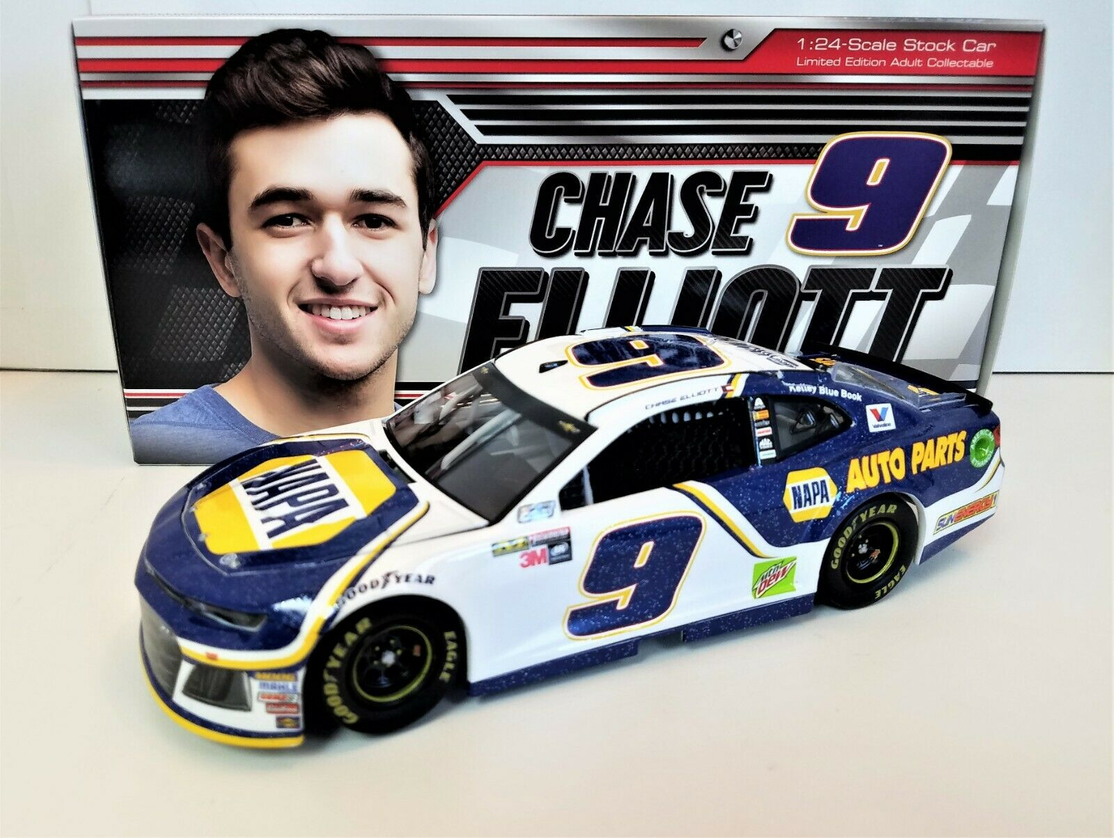 2018 Chase Elliott NAPA 1 24 Scale HO - 1ST YEAR CUP SERIES CAR IN THE