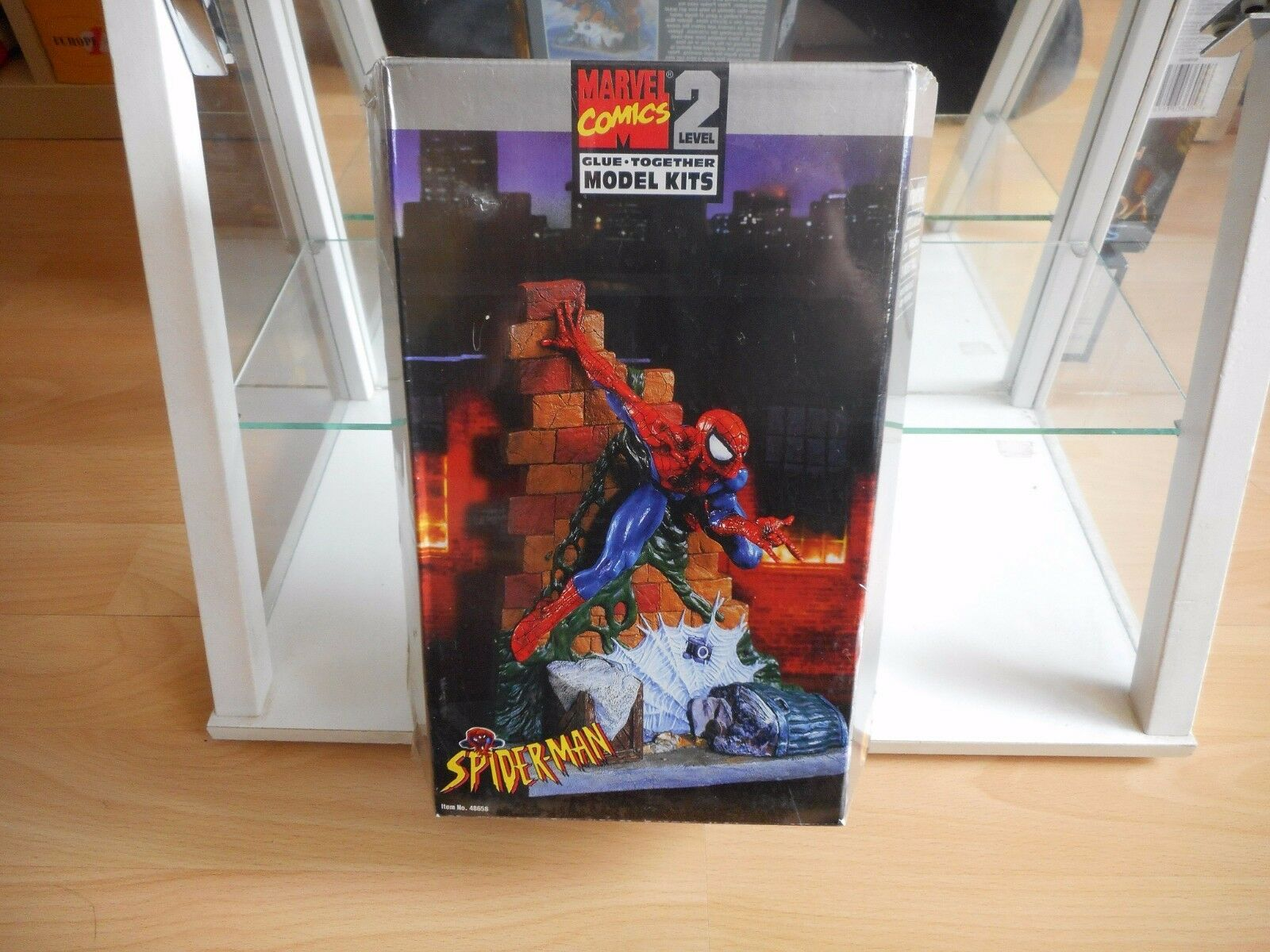 Modelkit Toy Biz    Marvel 8 inch Spiderman in Box sealed
