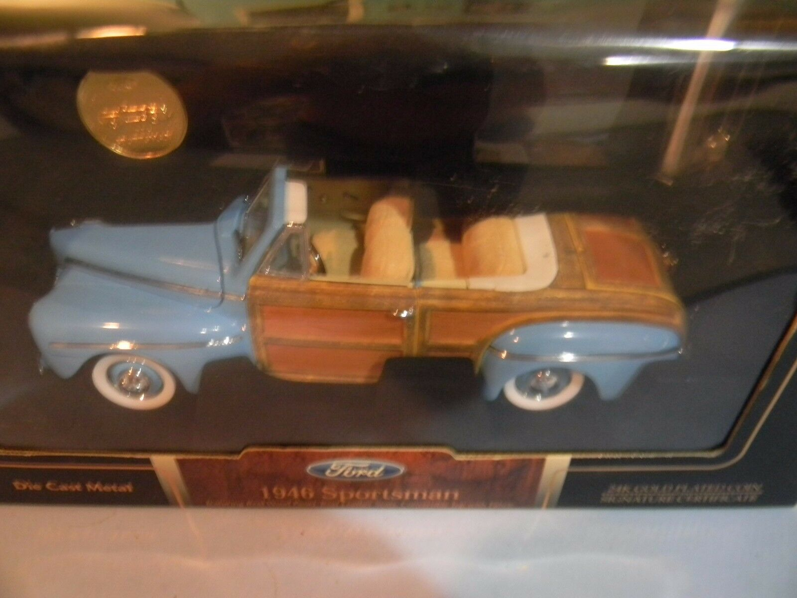 1 18 Scale 1946 Ford Sportsman - Road Signature