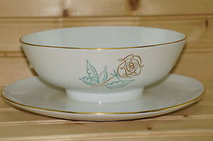Easterling-Spencerian-Rose-Gravy-Boat-with-attached-Underplate-9-1-2-034-x-7-034