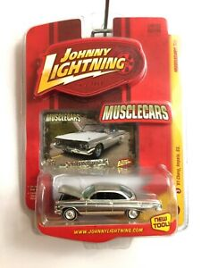Johnny-Lightning-Muscle-Cars-1961-61-Chevy-Impala-Ss-Cromo-Die-Cast-1-64-Escala
