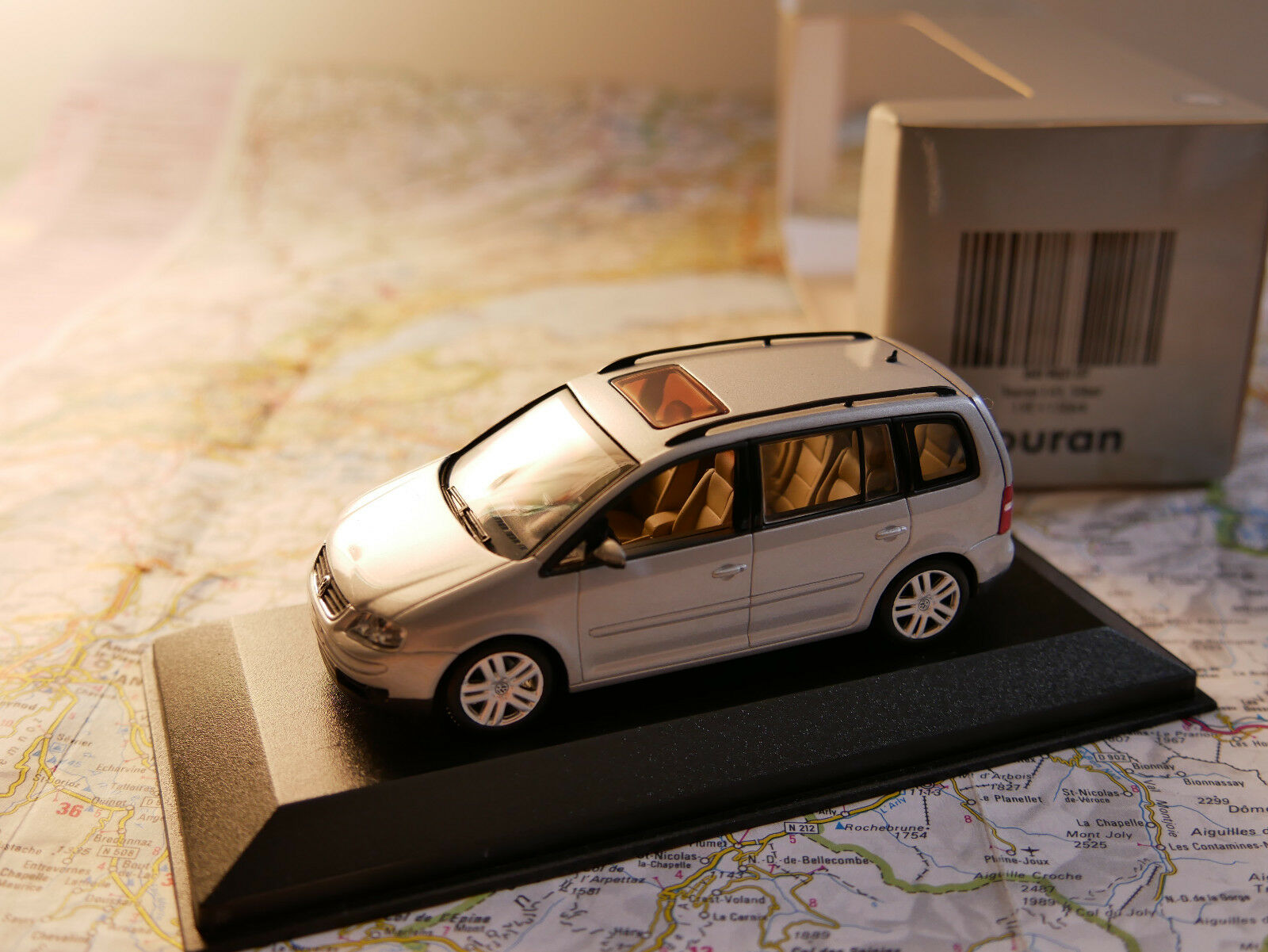 MINICHAMPS VW TOURAN DEALER-VERSION ART.  841902107 nouveau DIE-CAST  les ventes chaudes