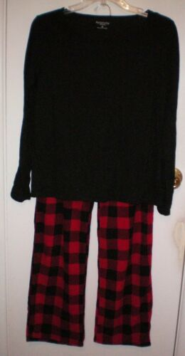 NWT Relativity Buffalo Plaid Microfleece Pajamas Set Small Retails $40.00