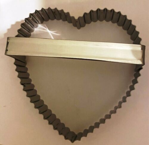 """Crinkled Heart shape Cookie Cutter stainless steel Fox Run 4/"""" Valentine/'s Day"""