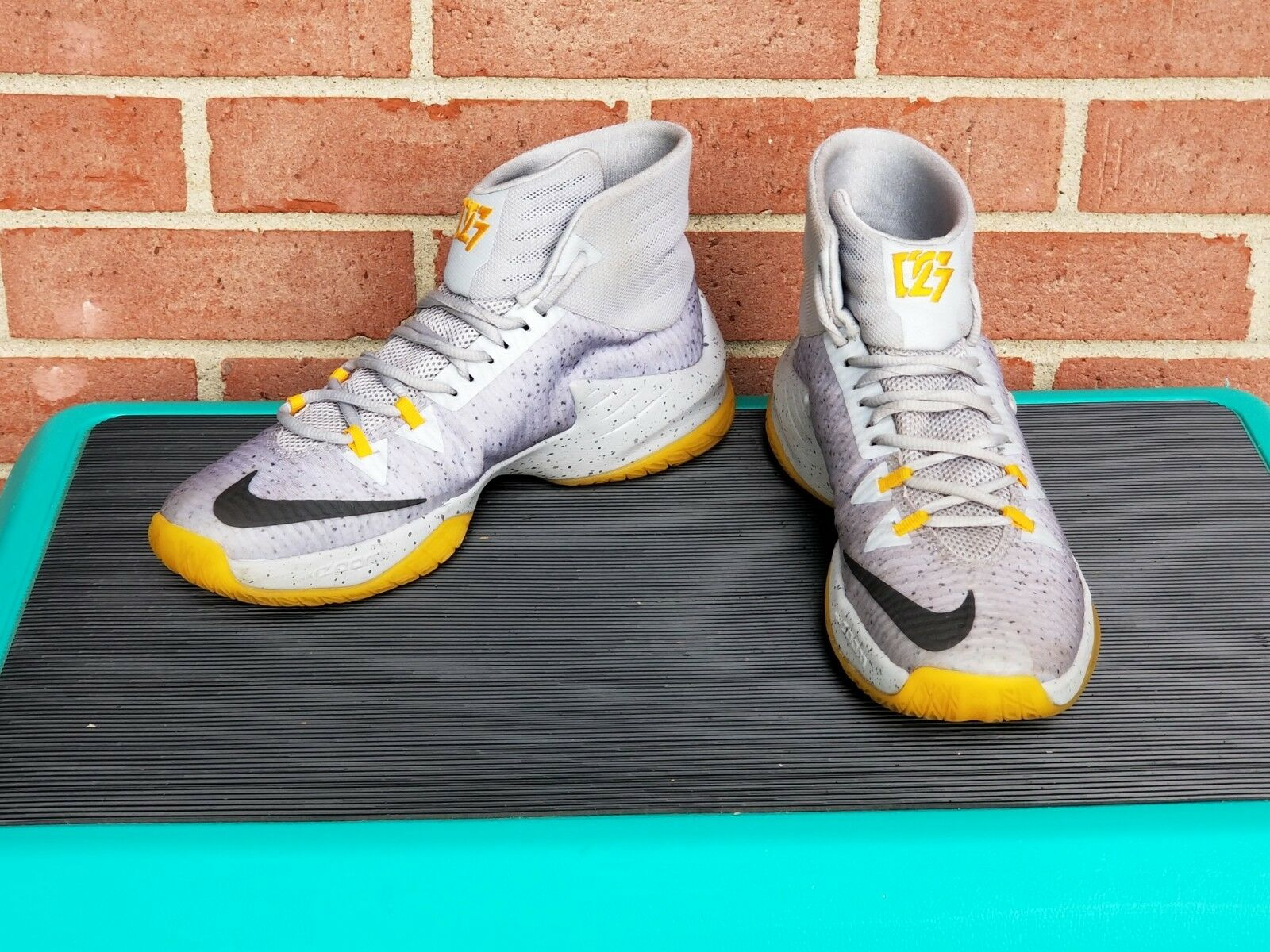 big sale 3db70 60a4d ... authentic nike zoom clear out size pe grey yellow 888404 071 size out  7.5 fd6eb7 8acab
