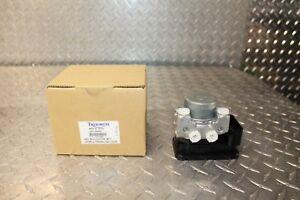 Triumph-Daytona-675-ABS-Brake-Module-Modulator-Wet-Anty-Look-NEW-OEM-T2021488