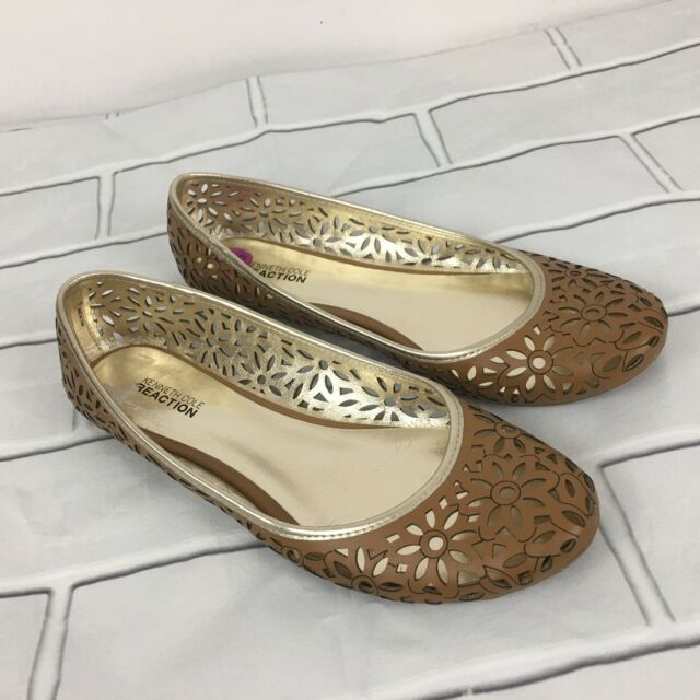 Kenneth Cole Reaction Beige Gold Round Toe Ballet Flats Floral Cut Outs 8.5 M